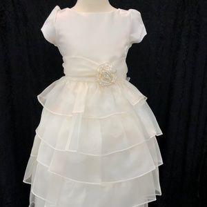 Kids Girls Ivory 3/4 sleeve cupcake dress